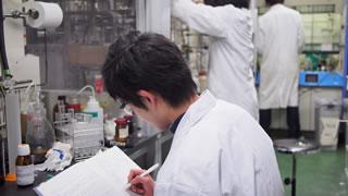高分子科学 実験風景2