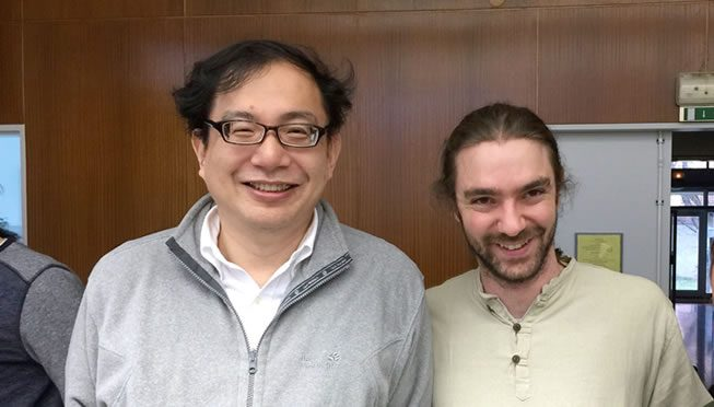 写真:大鹿教授と今年3月にストラスブール大学で学位をとったVincent Albergeさん(現在はアメリカ・ニューヨークのFordham大学visiting assistant professor)