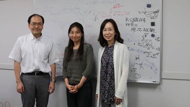 写真:左から黒木教授、インタビュアー坂口、卓