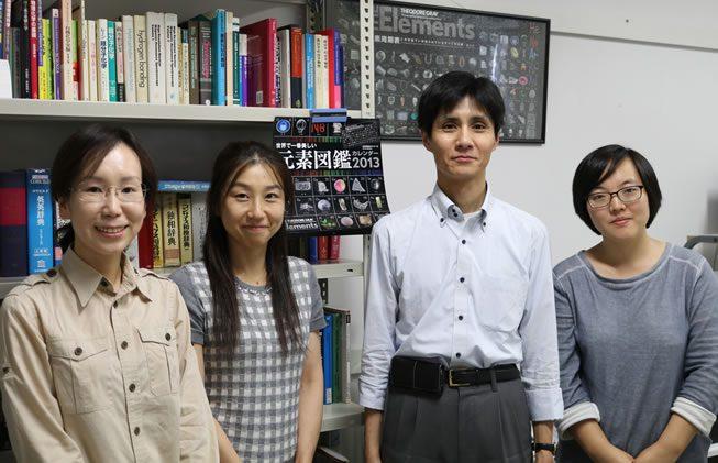 写真:左からインタビュアー卓、坂口、橋爪教授、橋爪研究室留学生の杨 艳琼(Yanqiong YANG)さん